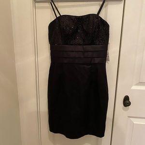 🔵(3/$20) Hailey Logan strapless dress size 3/4